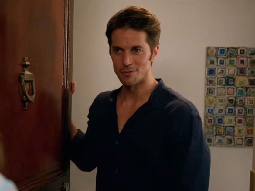 """Lucas Bravo w serialu """"Emily w Paryżu"""""""