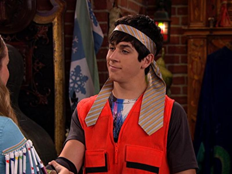 """To jeden z bohaterów serialu """"Czarodzieje z Waverly Place"""". Jak sie nazywał?"""