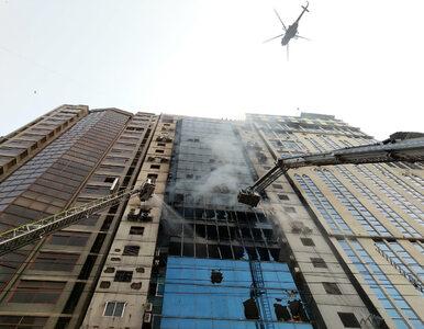 Dhaka. Ogromny pożar w biurowcu. Ludzie są uwięzieni w budynku