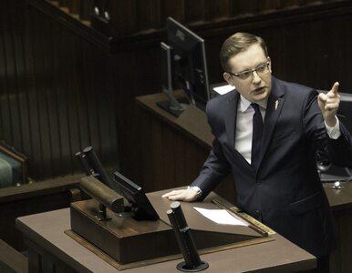 """Winnicki nazwał posłów PiS """"zwykłymi łajdakami"""". Terlecki chce go ukarać"""