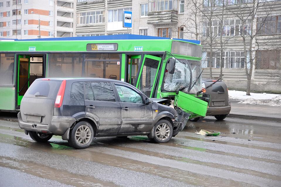Wypadek samochodowy, zdjęcie ilustracyjne