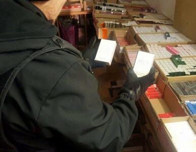 Blisko 9 tys. sztuk podrabianych perfum pod Nadarzynem. Dwie osoby...