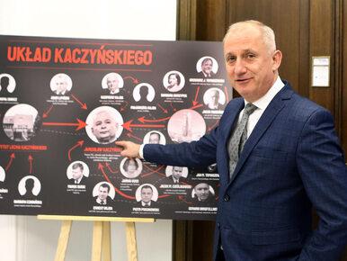 """Z Sejmu zniknęła tablica z """"Układem Kaczyńskiego"""". Neumann: Została..."""