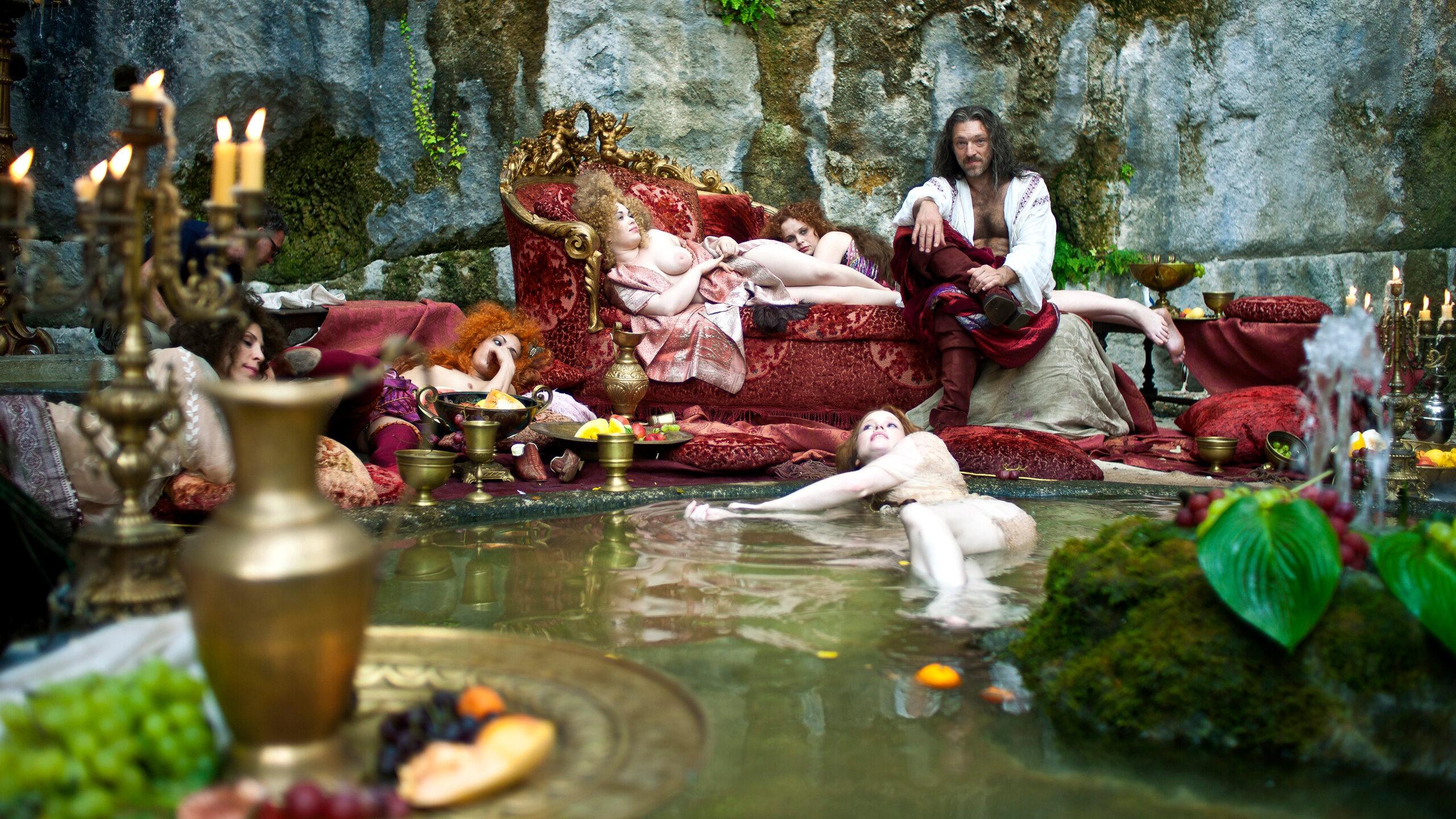 Vincent Cassell w roli lubieżnego króla. Pentameron (2015)