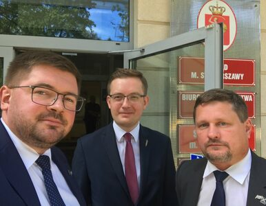 Trzech posłów weszło do warszawskiego ratusza. Chcą dokumentów Ewy Gawor