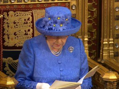 O stroju królowej mówią wszyscy. Zbieg okoliczności czy zamierzony...