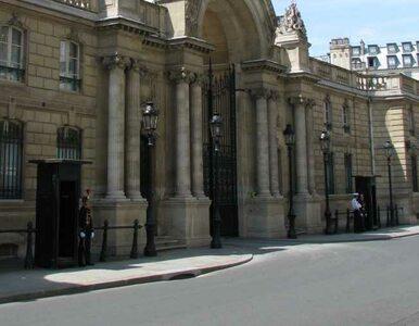 Włoch próbował staranować bramę do siedziby prezydenta Francji
