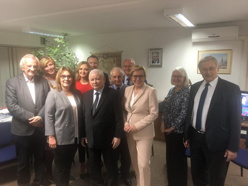 Jacek Kurski na zdjęciu z politykami PiS