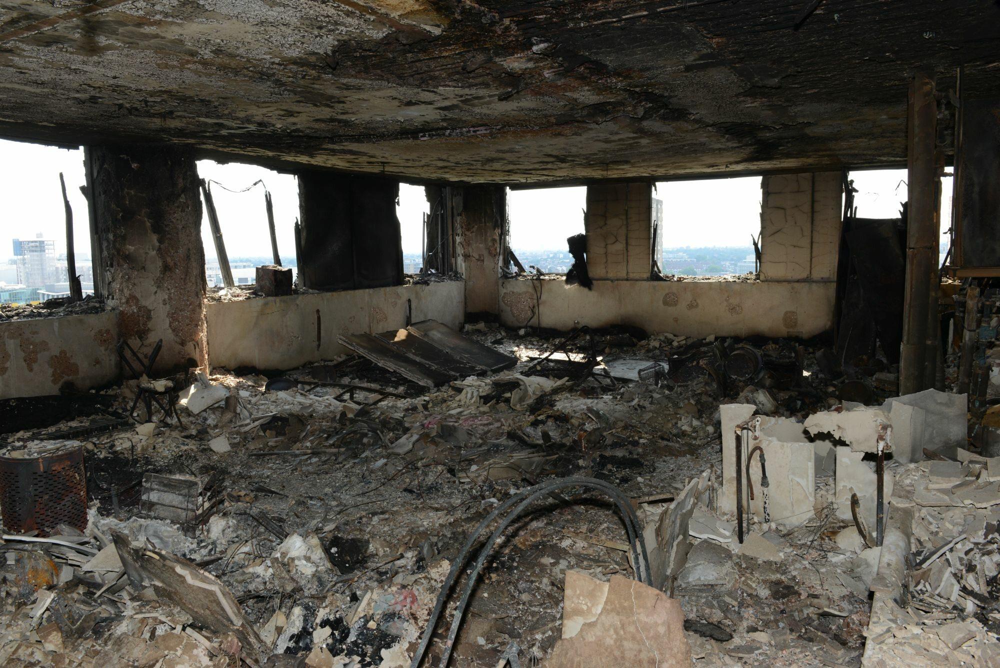 Wnętrze Grenfell Tower po pożarze