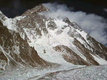 Poważny wypadek na K2.  Uczestnik wyprawy wraca do kraju ze złamaniem