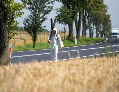 """27-latek przemierza Polskę z krzyżem na plecach. """"Idę po..."""