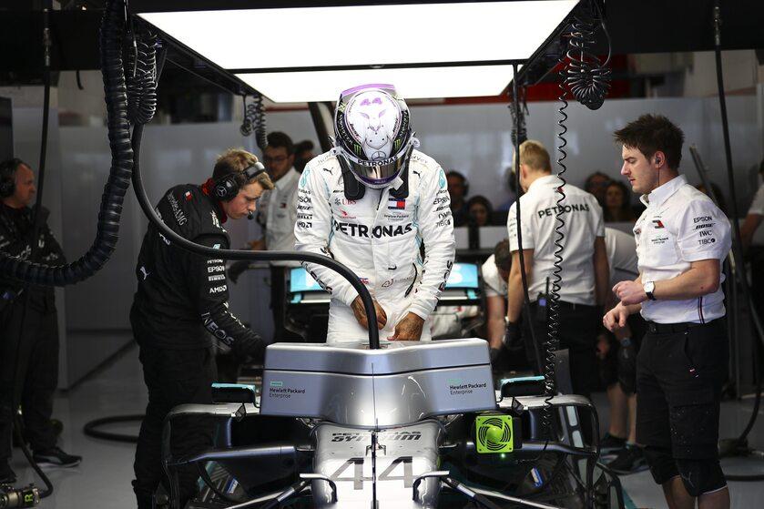 Lewis Hamilton w boldzie Mercedesa
