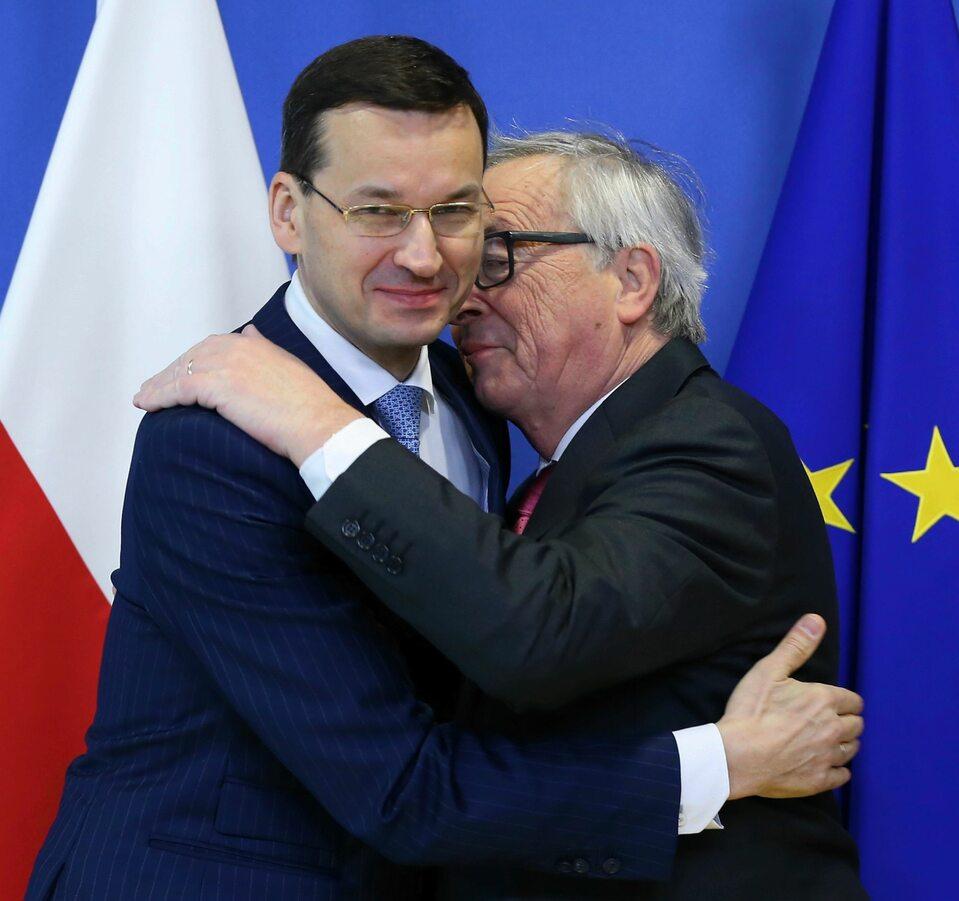 Powitania Jean Claude-Junckera.  Szef KE wyściskał premiera Morawieckiego