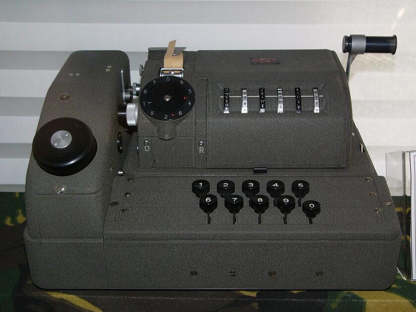 Maszyna szyfrująca BC-52 produkowana przez Crypto AG w latach 50'