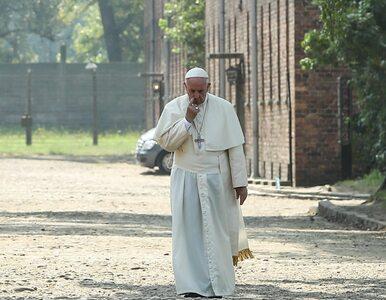 """""""Szedł samotnie i w milczeniu"""". Zagraniczne media o wizycie Franciszka w..."""