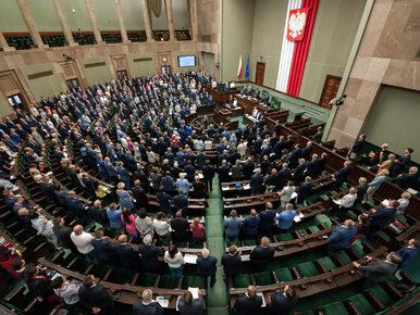 Sondaż. PiS umacnia się na pozycji lidera, PSL i Nowoczesna poza Sejmem