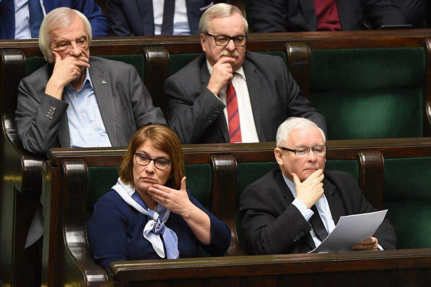 W pierwszym rzędzie Beata Mazurek i Jarosław Kaczyński