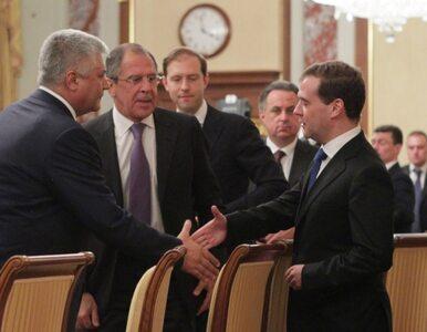 """Miedwiediew wstąpił do """"partii oszustów i złodziei"""". Historyczna decyzja..."""