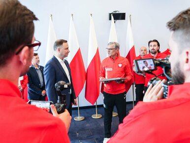 Prezydent Duda spotkał się z reprezentacją Polski. Otrzymał piękny prezent