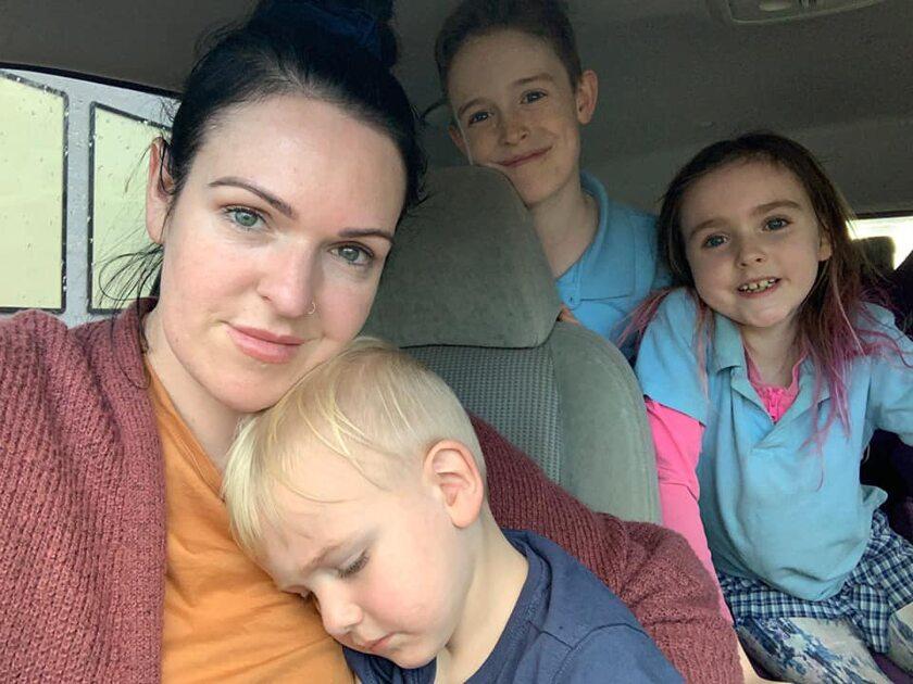 Sarah Mills z dziećmi