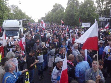 """Narodowcy i rolnicy wyszli na ulice Warszawy. """"Nie dla roszczeń żydowskich"""""""
