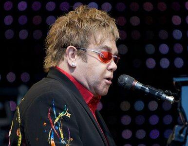 Wpadka Eltona Johna. Nazwał pracownicę obsługi Hitlerem