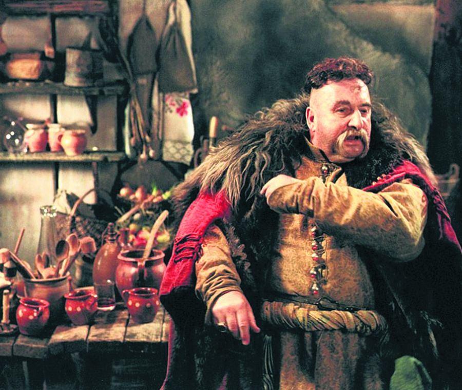 """Krzysztof Kowalewski jako Jan Onufry Zagłoba w filmie """"Ogniem i mieczem"""" (1999)"""