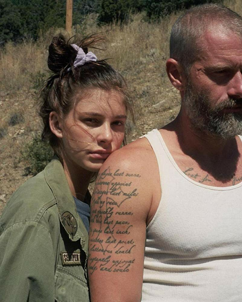 "James Badge Dale i Camila Morrone w filmie ""Mickey and the Bear"" (2019)"