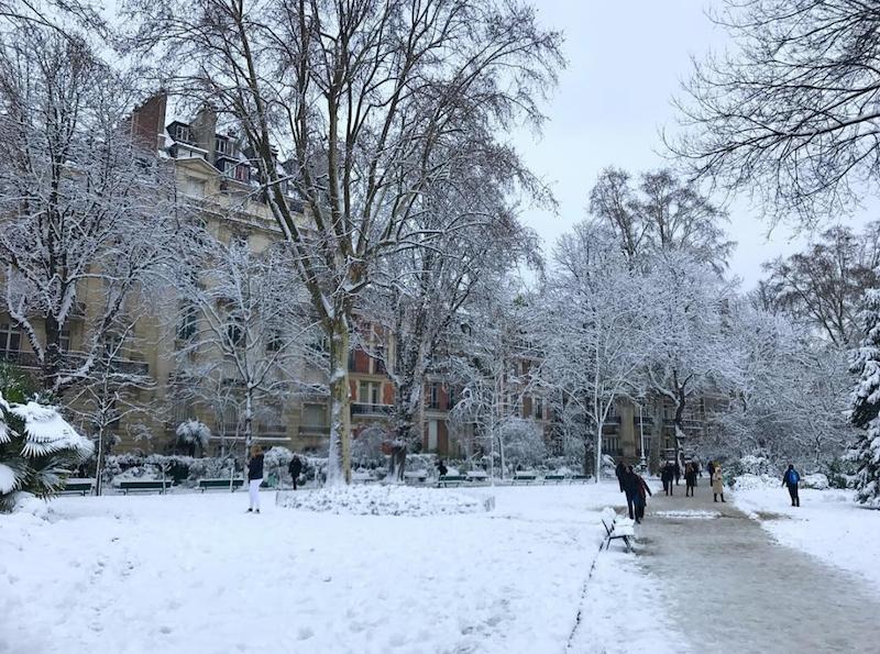 Zimowy krajobraz w Paryżu
