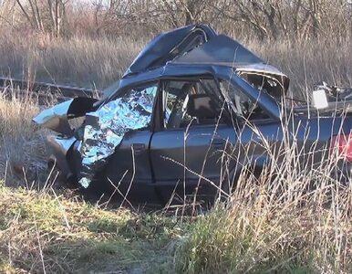 Samochód wjechał pod szynobus. Zginął kierowca
