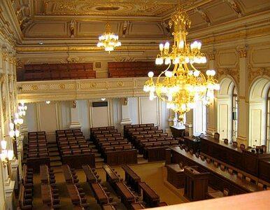 40 godzin debaty bez przerwy. Czescy posłowie przyjęli pakiet reform