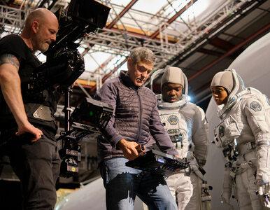 """Netflix. Są pierwsze zdjęcia z filmu """"Niebo o północy"""" w reżyserii..."""