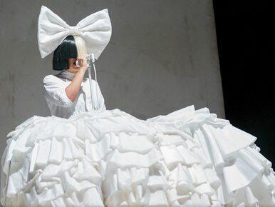 """Piosenkarka Sia opublikowała swoje nagie zdjęcie na Twitterze. """"Proszę,..."""
