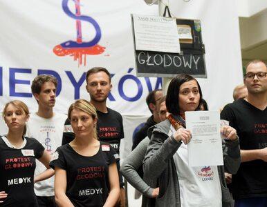 """Lekarze demonstrują przed Kancelarią Premiera. """"Gdyby chodziło o..."""