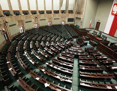 Polacy oszczędzają, więc Sejm… zapłaci za asystentów posłów
