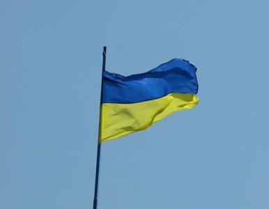 Separatyści zostawiają broń. Ukraińscy żołnierze wywożą ją ciężarówkami