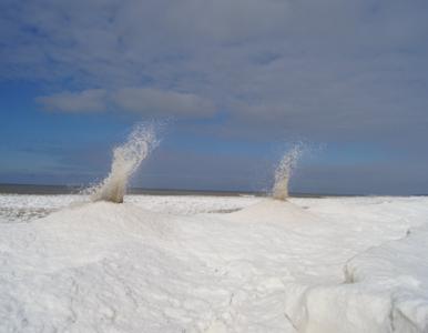 Niezwykłe lodowe wulkany na jeziorze Michigan. Jak powstają?