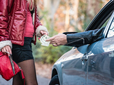 Policzyli, ile zarabiają prostytutki w Polsce. Stawki zależą od wagi,...