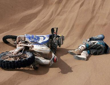 Dakar: motocyklista zderzył się z bykiem. Walczy o życie