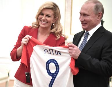 Putin dostał prezent od prezydent Chorwacji. To koszulka z jego nazwiskiem
